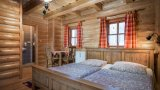 Twin-bedded room with balcony